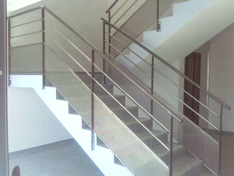 Rampe d escalier d un immeuble a la bouilladisse ferronnerie devey - Escalier sans rampe ...