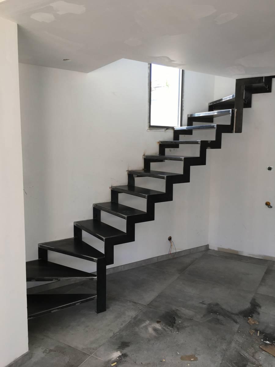 Fabrication Sur Mesure Et Pose D Un Escalier Limon Design Et