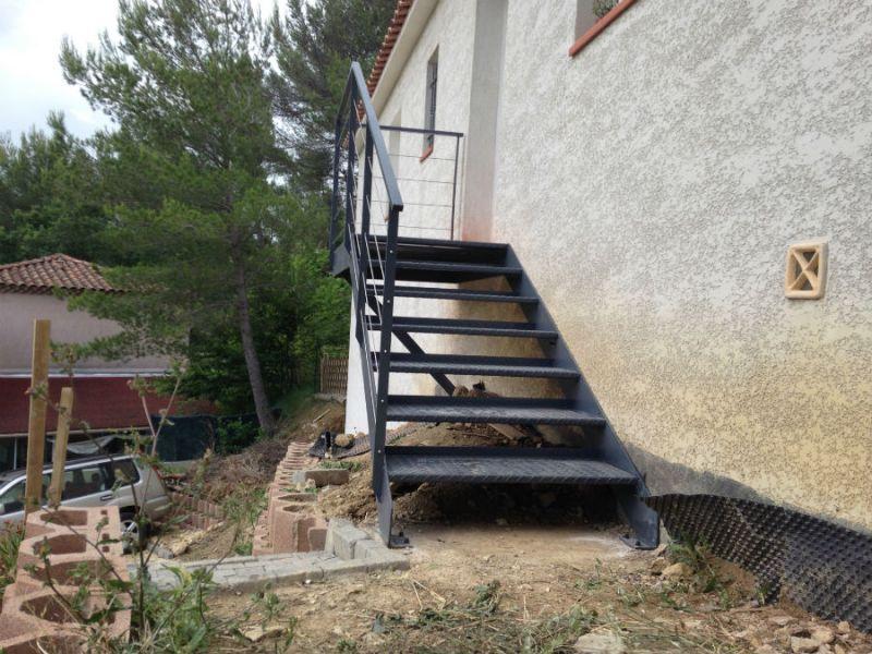 Fabrication d un escalier en fer a aubagne ferronnerie devey for Escalier helicoidale marseille