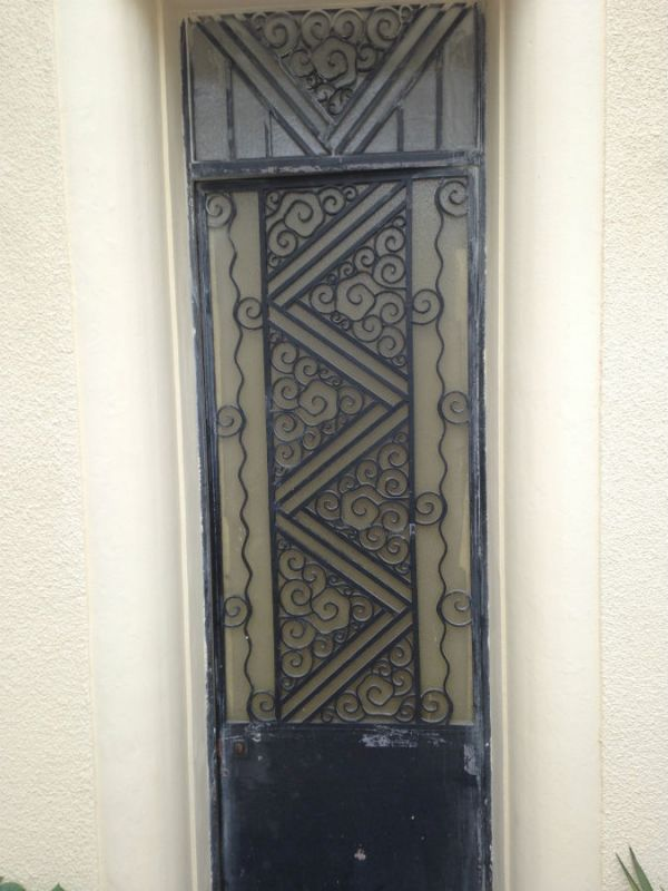 Reprise d une porte d entr e m tallique ferronnerie devey for Dormant d une porte