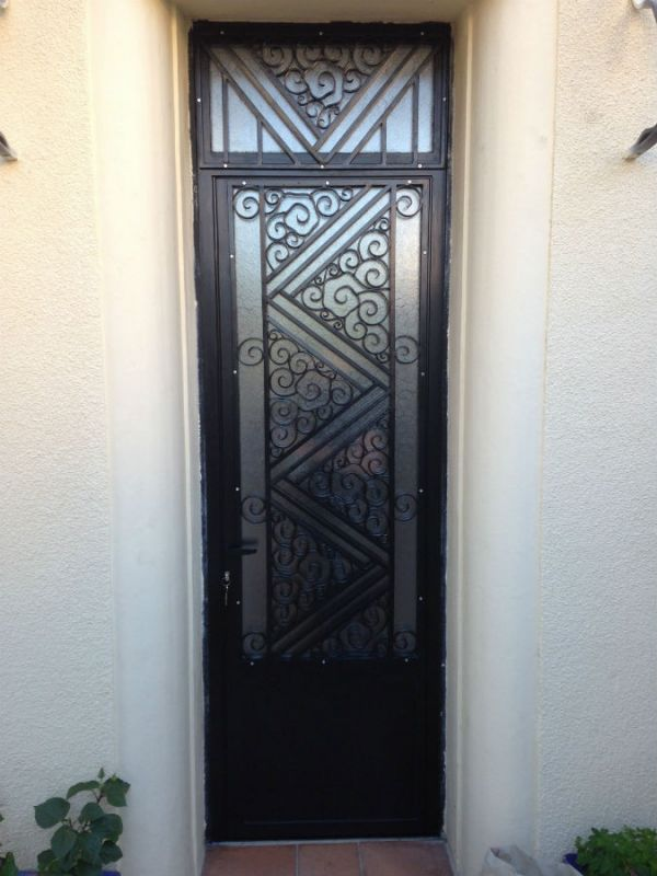 reprise d une porte d entr e m tallique ferronnerie devey. Black Bedroom Furniture Sets. Home Design Ideas