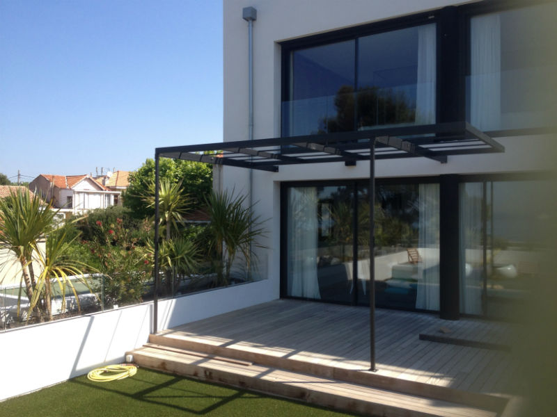 cr ation d une pergola en fer moderne a marseille. Black Bedroom Furniture Sets. Home Design Ideas