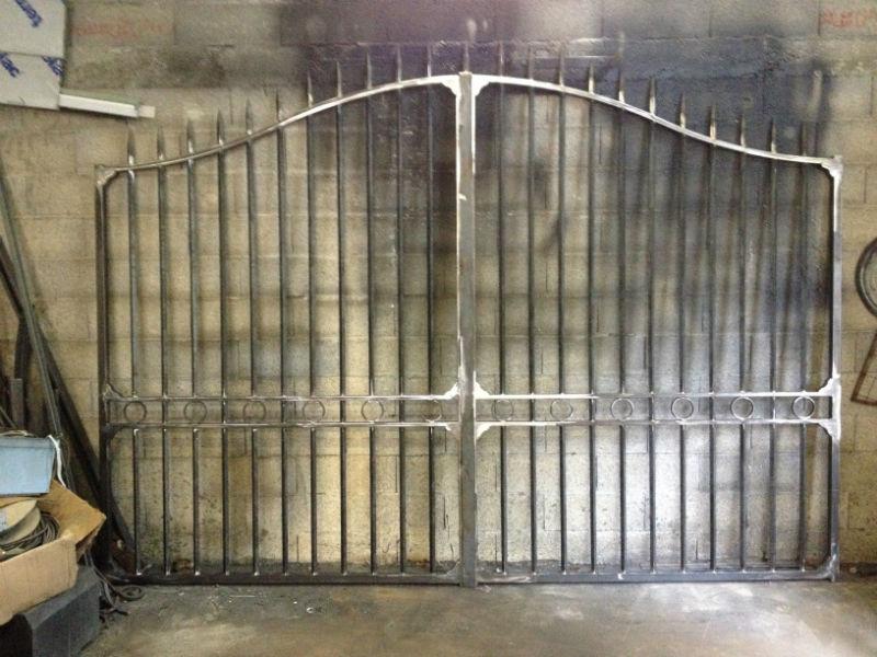 fabrication d un portail battant a roquevaire ferronnerie devey. Black Bedroom Furniture Sets. Home Design Ideas